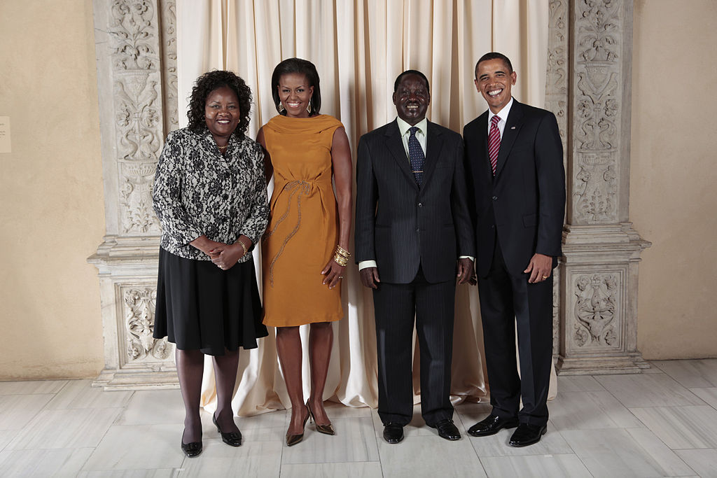 New York - President Barack Obama and First Lady Michelle Obama pose for a photo during a reception at the Metropolitan Museum in New York with H.E. Raila Amolo Odinga, Prime Minister of the Republic of Kenya, and his wife, Mrs. Ida Odinga, Wednesday, Sept. 23, 2009.
