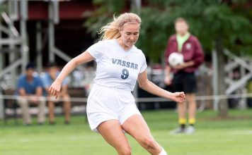 A Dahlia Chroscinski header in the 67th minute proved to be the difference, as the Vassar College women's soccer team (2-2-0) snapped a two-game losing streak with a 2-1 victory over Stevens (2-2-0) on Sunday at the DeBaun Athletic Complex in each squad's final game of the 15th Annual Engineering Cup.