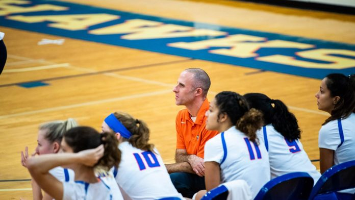 Breaking it's seven-game winning streak, the State University of New York at New Paltz women's volleyball team earned the second seed in the State University of New York Athletic Conference (SUNYAC) tournament Saturday after splitting its two games against SUNY Geneseo and Plattsburgh State.