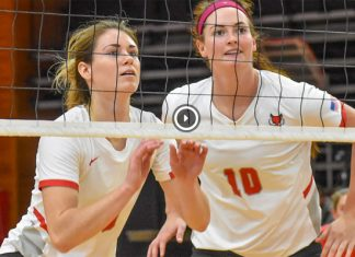 Marist volleyball celebrated Senior Day by defeating Saint Peter's 3-1 on Sunday afternoon at McCann Arena. Seniors Taylor van der Biezen and Lauren Waide got a story book ending for the day with van der Biezen setting the ball to Waide for the final point of the game.