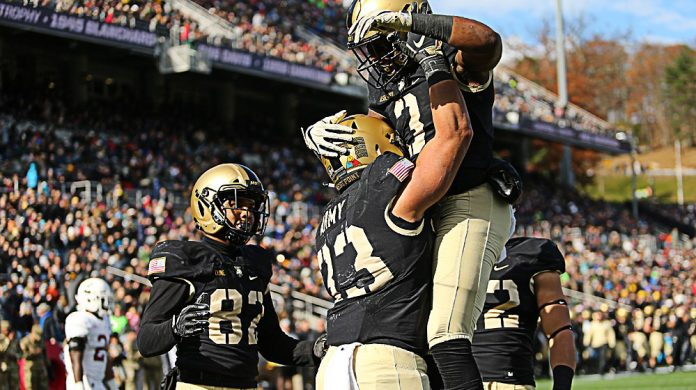 The Army West Point football team extended its winning streak to six games following a 31-13 victory over Lafayette here Saturday afternoon.