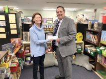 The Harriet Tubman Academic Skills Center receives a $2,000 check from Ulster Savings Charitable Foundation. Pictured (from left to right) Vivien Simpson, HTASC Program Director, and Dennis Conn, AVP/Poughkeepsie Multi-Site Branch Manager, Ulster Savings Bank.