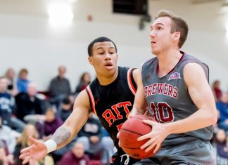Alex Seff finished with 20 points and 11 rebounds for his first double-double of the season, as the Vassar College men's basketball team (9-12, 5-9 Liberty) earned a 61-55 victory over host Union.