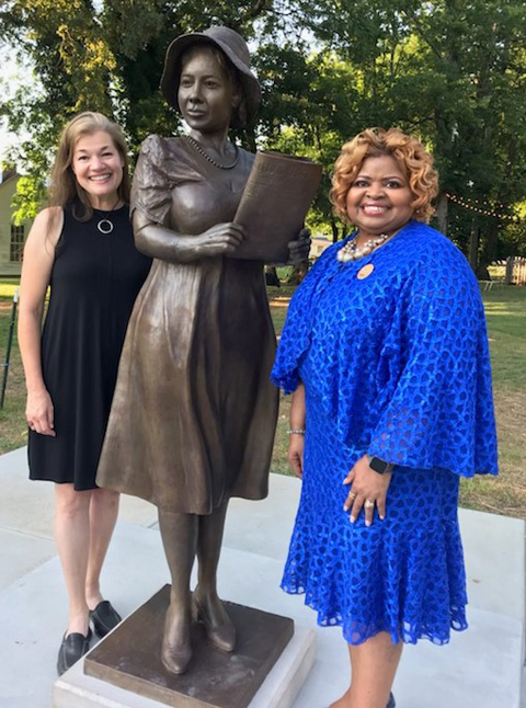 International African American Sorority on Hand to Welcome Alice Allison Dunnigan Statue Home to Russellville, KY; donates $7,000 to benefit the late journalist's scholarship fund.