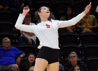 The Marist volleyball team defeated the Quinnipiac Bobcats 3-1 on Sunday afternoon. In addition, on the third-to-last rally of the match, Nikki DeSerpa (pictured above) tallied her 1000th career, joining the company of just seven other Red Fox players.