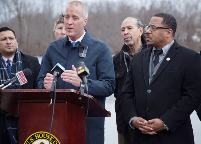 US Rep. Maloney, at podium, surrounded by OC Legislator Kevindaryán Luján, City of Newburgh Councilman Omari Shakur and City of Newburgh Mayor Torrence Harvey, discusses his proposed legislation while on the shore of Washington Lake last Monday.