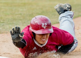 With the game tied 5-5 against Scranton, Junior Brent Shimoda doubled in the top of the ninth to bring in freshman Alex Warren for the eventual game-winning run. Shimoda then scored off an Evan Trausch sacrifice fly to help Vassar baseball to a 7-5 victory over the Royals on Sunday afternoon.