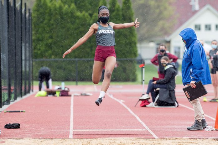 First-year Heather Kwafo tallied a 5.18m mark in the long jump to earn the gold medal and school record in Saturday's Liberty League East Championship Meet held at Weinberg Field.