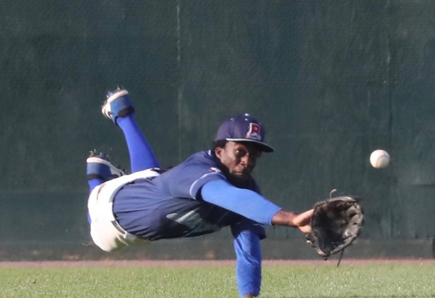 Boulders' CF Milton Smith, Jr. came up empty on this attempt at a diving catch of a liner off the bat of Washington's Nick Ward in the seventh inning of the first game of their doubleheader on Friday. Photo: Drew Wohl