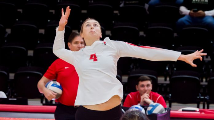 The Marist volleyball team dropped the finale of the Cactus Classic in three sets to New Mexico State on Saturday afternoon. The Marist volleyball team dropped the finale of the Cactus Classic in three sets to New Mexico State on Saturday afternoon.